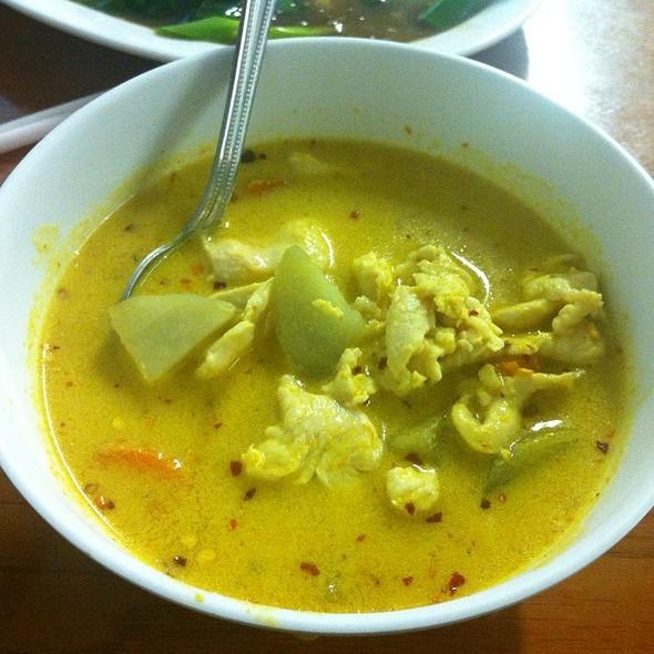 Chicken Yellow Curry @ Moo Moo Thai Café