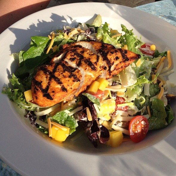 Grilled Chicken salad @ Hanna's Lounge & Grill