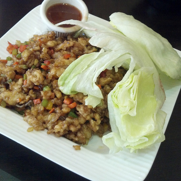 Chicken Lettuce Wraps @ Red Parrot Asian Bistro
