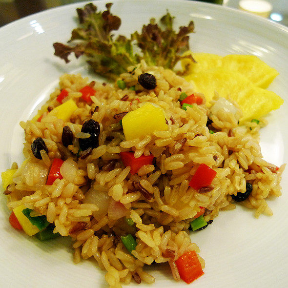 Fried Organic Brown Rice with Pineapple @ beOrganic at The Portico Langsuan