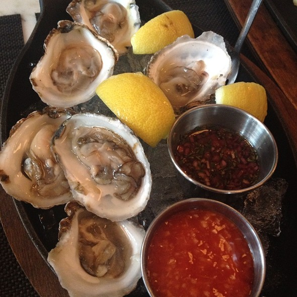 Blue Point Oysters @ MP Taverna