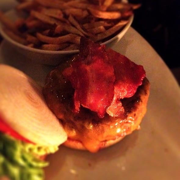 Bacon Cheddar Cheeseburger @ 5 Napkin Burger