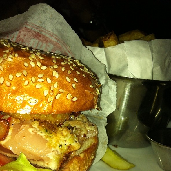 Ahi Tuna Burger @ Browns Social House (Burnaby)