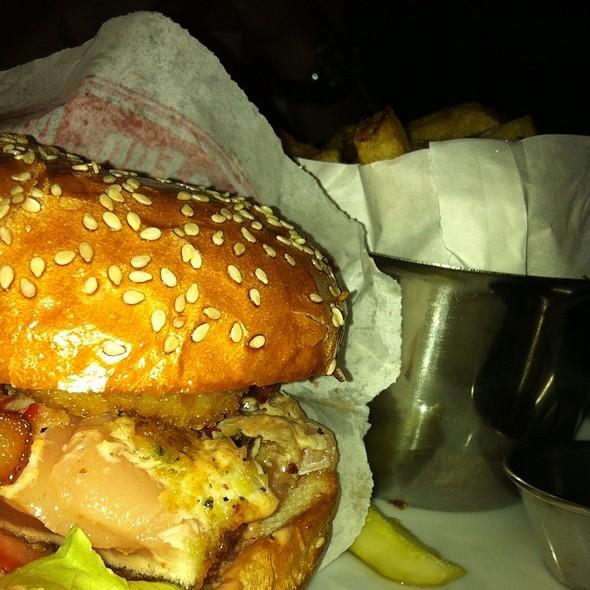 Ahi Tuna Burger @ Browns Social House (Burnaby)