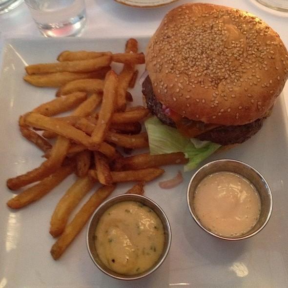 Sokkelund Burger  @ Sokkelund Cafe & Brasserie