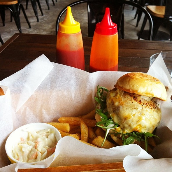 Cheese Burger @ Roadhouse