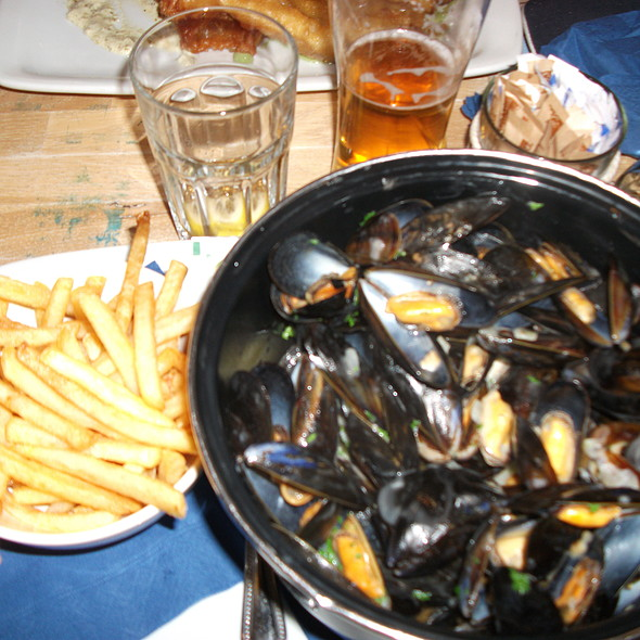 Moules et Frites @ The Boat House