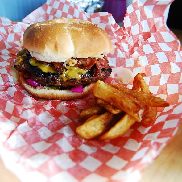 Burger @ Hintonburger