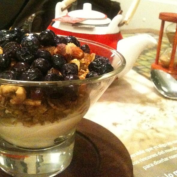 Desayuno Saludable (Granola Con Arándanos) @ TEA CONNECTION