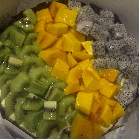 Kiwi, Mango & Dragon Fruit Cheesecake