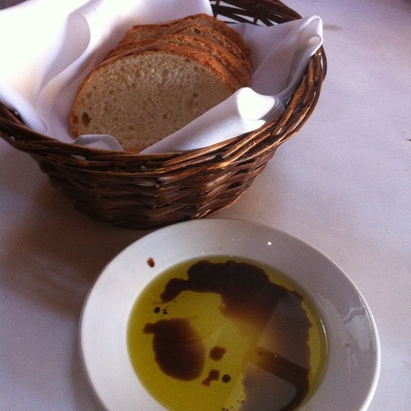 Bread And Olive Oil/Vinegar @ Vero