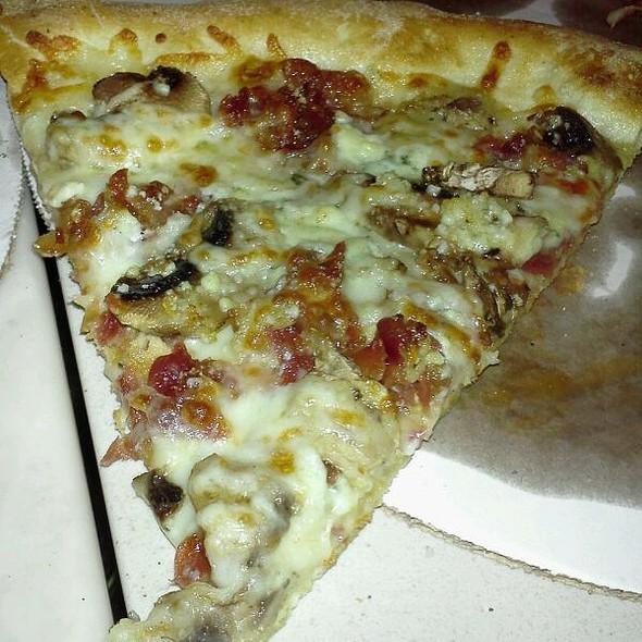 Funghi Formo Brick Oven Pizza @ Enricos Brick Oven Pizzeria