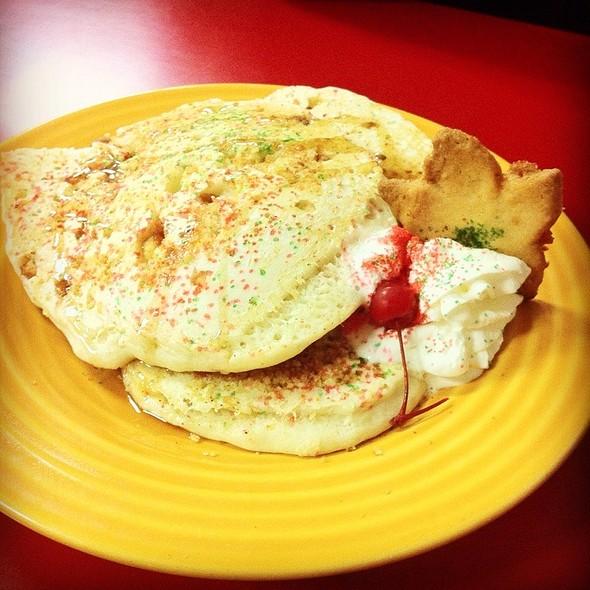 pancakes @ Broken Yolk Cafe The