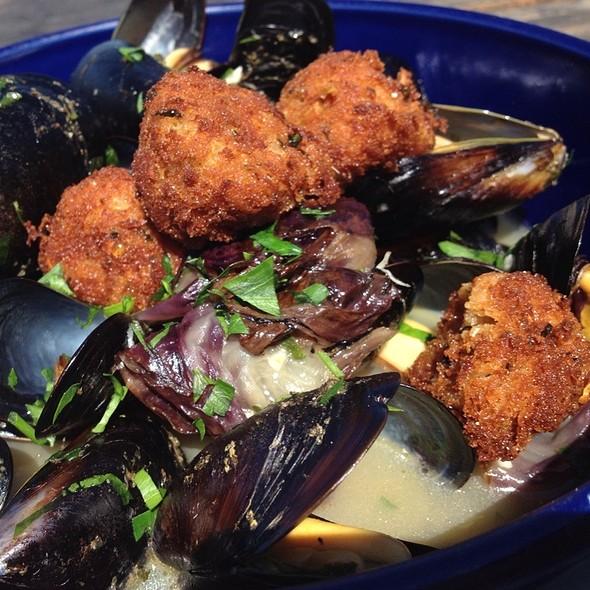 Mussels In Saffron Shrimp Broth @ Fish