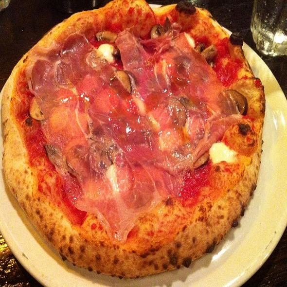 Ham And Mushroom Pizza @ Pizza e Vino