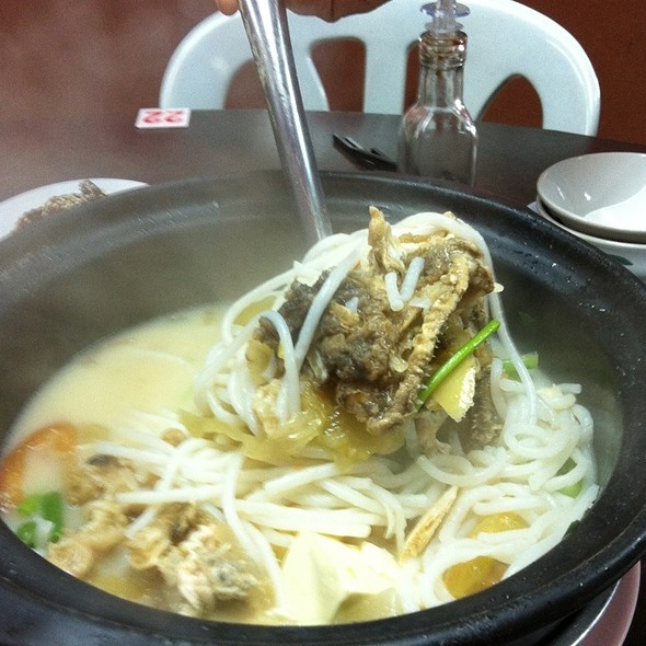 Claypot Fish Head Noodle @ Goon Wah Restaurant