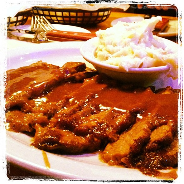 The best braised beef strips at Texas RoadHouse !! Cant wait for it to come to Kuwait.. @ The Dubai Mall