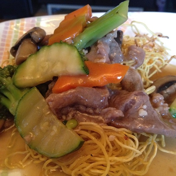 Hong Kong Crispy Noodle With Beef - Golden Kim Tar Chinese Restaurant, San Francisco, CA