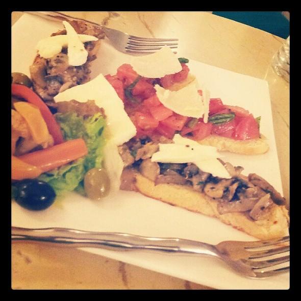 Crostini platter @ cafe small talk