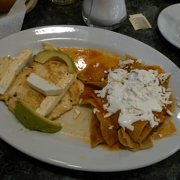 Pechuga with chilaquiles rojos