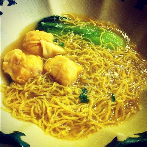 Fresh Shrimp Wanton Noodle Soup @ Gloria Maris - Missouri Greenhills