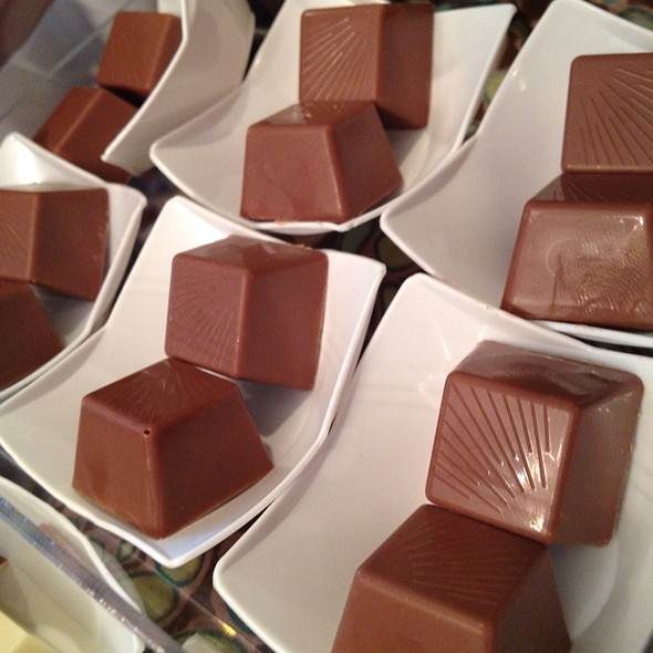 Mini Chocolate Cubes @ Lazurd Salheya Complex