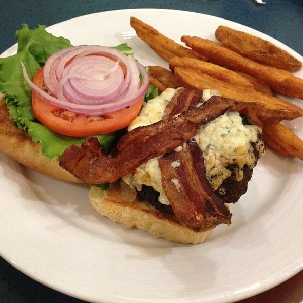 Peppercorn Burger  @ Cafe Gauguin