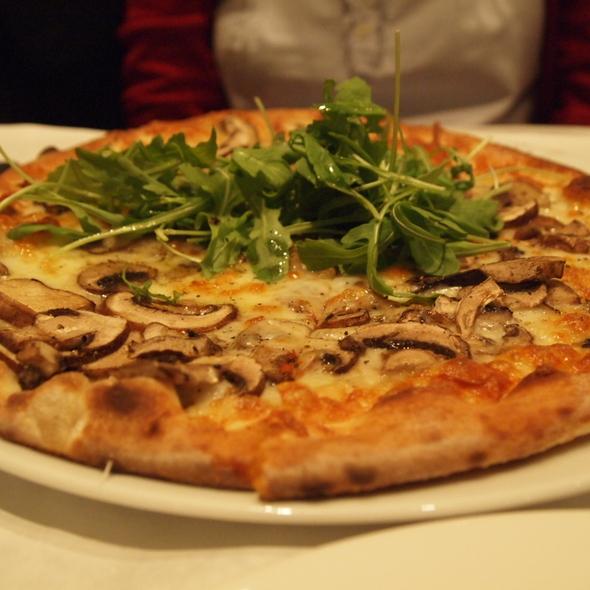 Funghi Pizza @ Il Fornello, Bayview Village