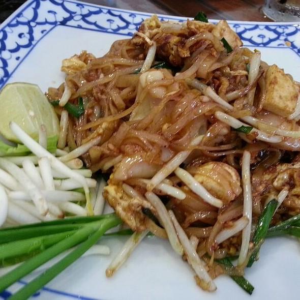 Pad Thai Talay