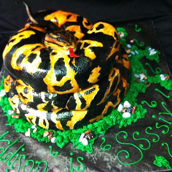 Python Cake @ SweetTpieS Dessert Studio