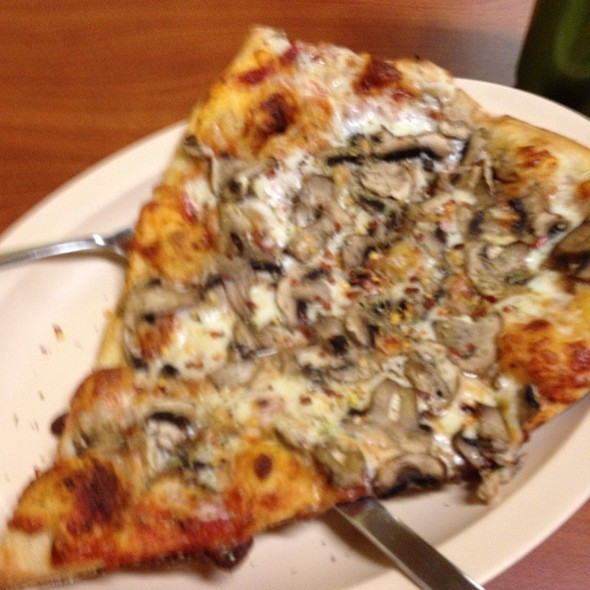 Mushroom Pizza @ Deja Vu Pizza and Pasta