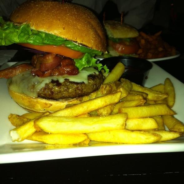Bacon Cheeseburger - The Perfect Pint - West, New York, NY
