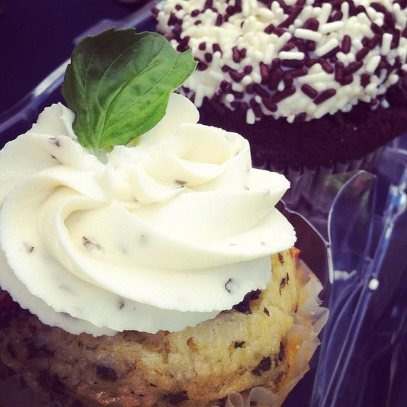 Cupcake @ Coventry Regional Farmers Market