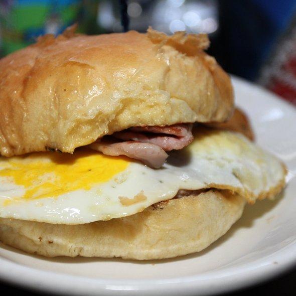 Breakfast Burger @ de Vere's Irish Pub