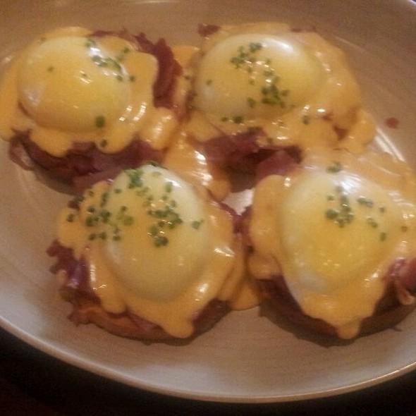 Poached Eggs @ Tavernita