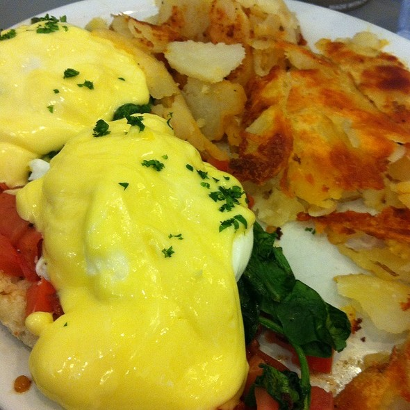 vegetarian eggs benedict @ Silver Grill Cafe