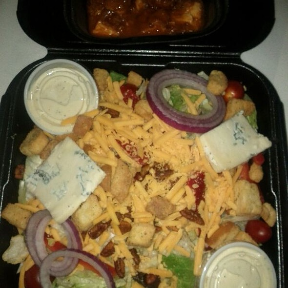 Buffalo Bleu Salad @ Houlihan's