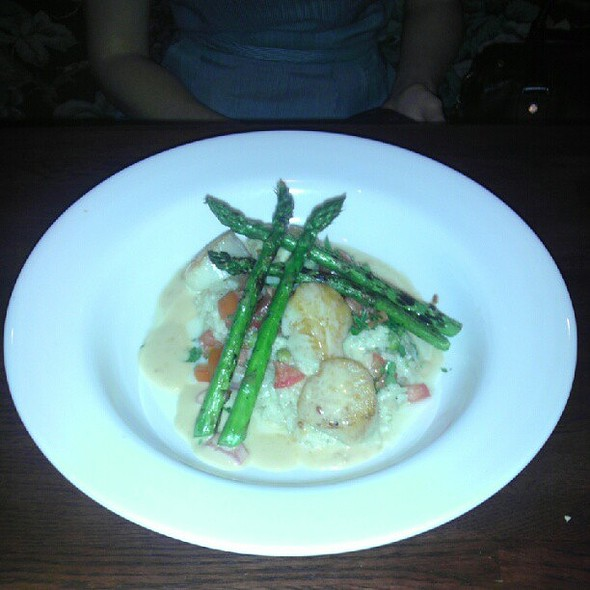 Pan Seared Diver Scallops with Grilled Asparagus and Creamy Pea Risotto. @ Blackstone