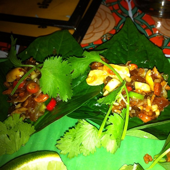 เมี่ยงคำ | Miang Kham (Leaf-Wrapped Bite-Size Appetizer) @ Whiskey Soda Lounge