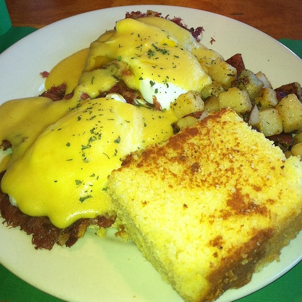 Corned Beef Hash Benedict @ Persy's Place