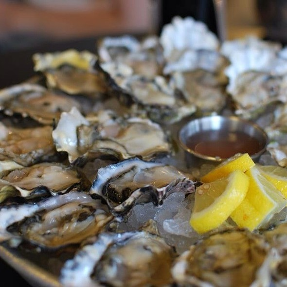 Oysters @ Taylor Shellfish Farms Store