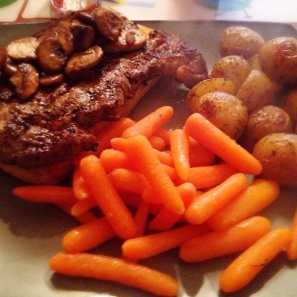 Steak On Garlic Bread, Roasted Potatoes & Carrots @ Bythebetterhalf