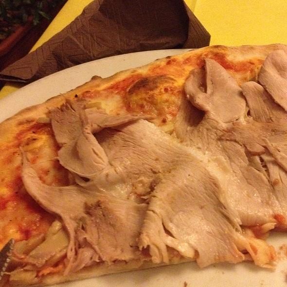 Pizza Casareccia Con Porchetta E Porcini @ Pizzeria Ristorante Stival D'Oro Di Sister'S Srl