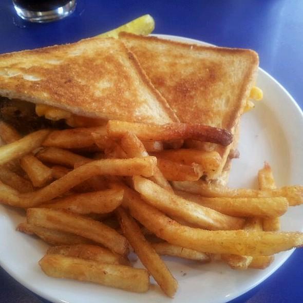Pork Mac And Cheese Sandwich @ Bluephies