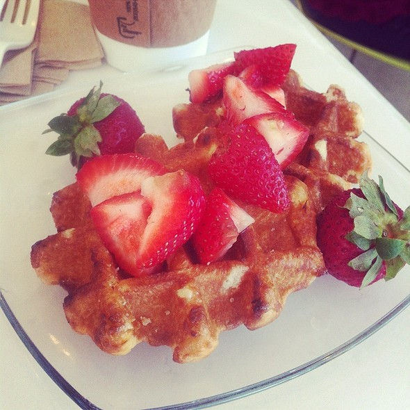 Belgian Waffle @ Blu Cafe by Tavalon