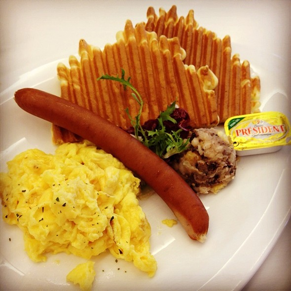 Sausage, Scrambled Eggs, Panini Cake