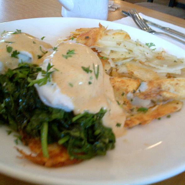 Fresh Salmon Florentine @ Cafe M