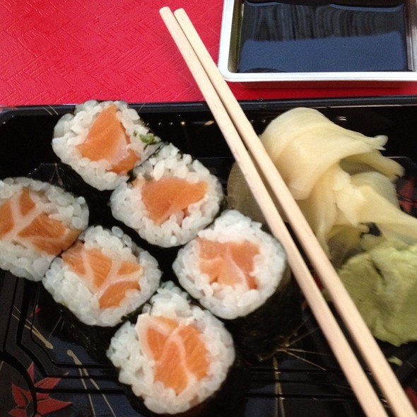 Salmon sushi roll @ Green Wasabi