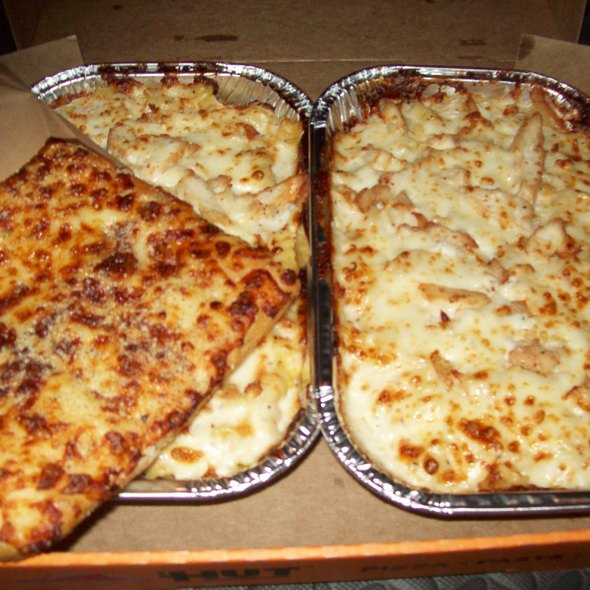 Tuscani Creamy Chicken Alfredo @ Pizza Hut (Delivery)