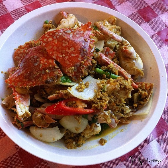 Stir Fried Crab Meat With Curry Powder Sauce @ Khun Pha Rawai Bbq Restaurant
